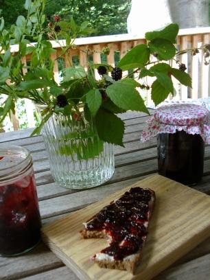 38. Beerenmarmelade mit Basilikum