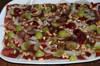 66. Bündner Fleisch mit Trauben,Fenchel und Pinienkernen