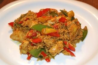 74. Pikanter Curryreis mit Gemüse und Hähnchenbrust