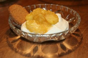 61. Bratapfelkompott mit Topfen-Joghurt Creme