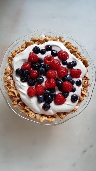 144. Joghurt/Mascarpone Creme mit Beeren